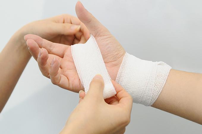 火傷(やけど)の応急処置法・対処法 | ロート製薬: 商品情報サイト